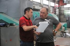 哈萨克斯坦客户来公司考察产品