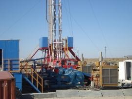 2009年在俄罗斯低温钻机安装现场
